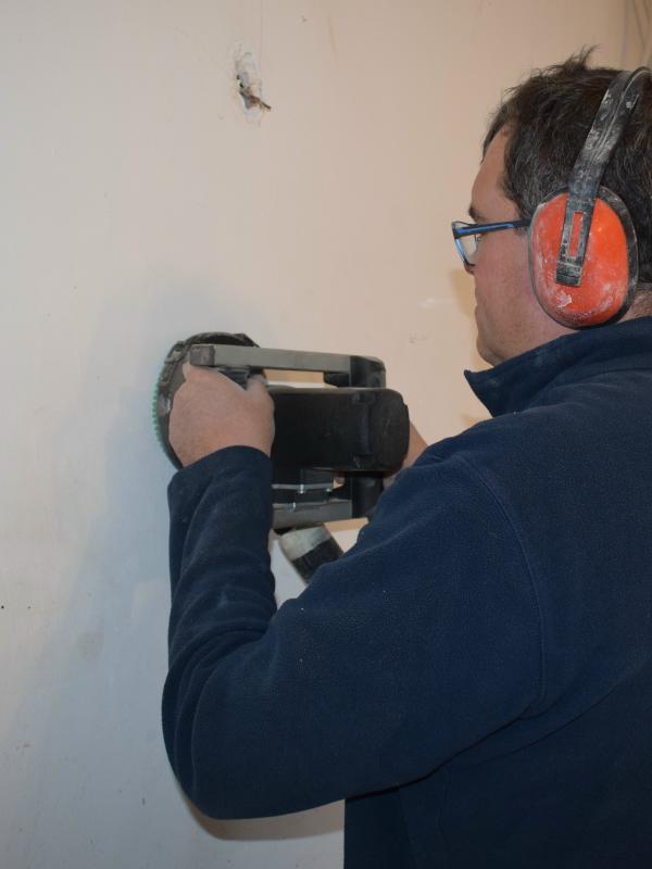 Poncer un mur fabulous leman ponceuse mur et plafond mm for Poncer carreaux ciment